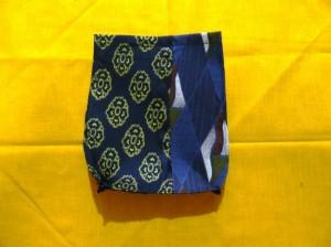 バック側面パーツの一枚(底の両角を内側にくぼむよう縫っておく)